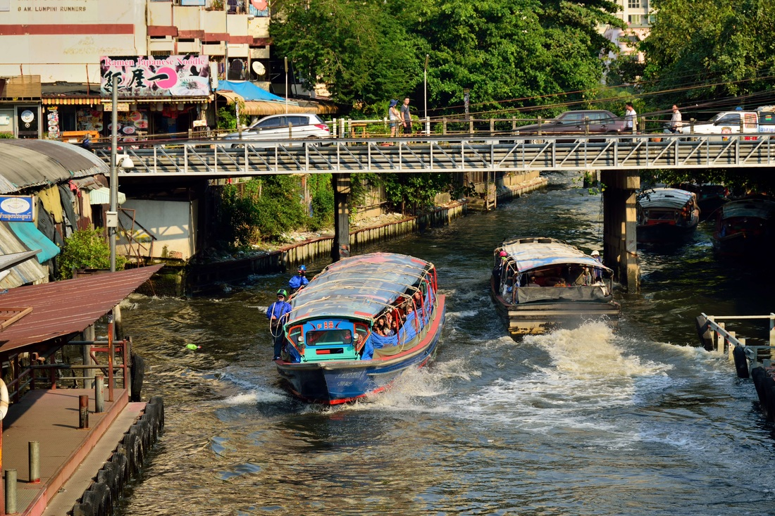 Khlong Saen Seap, Travel to Bangkok