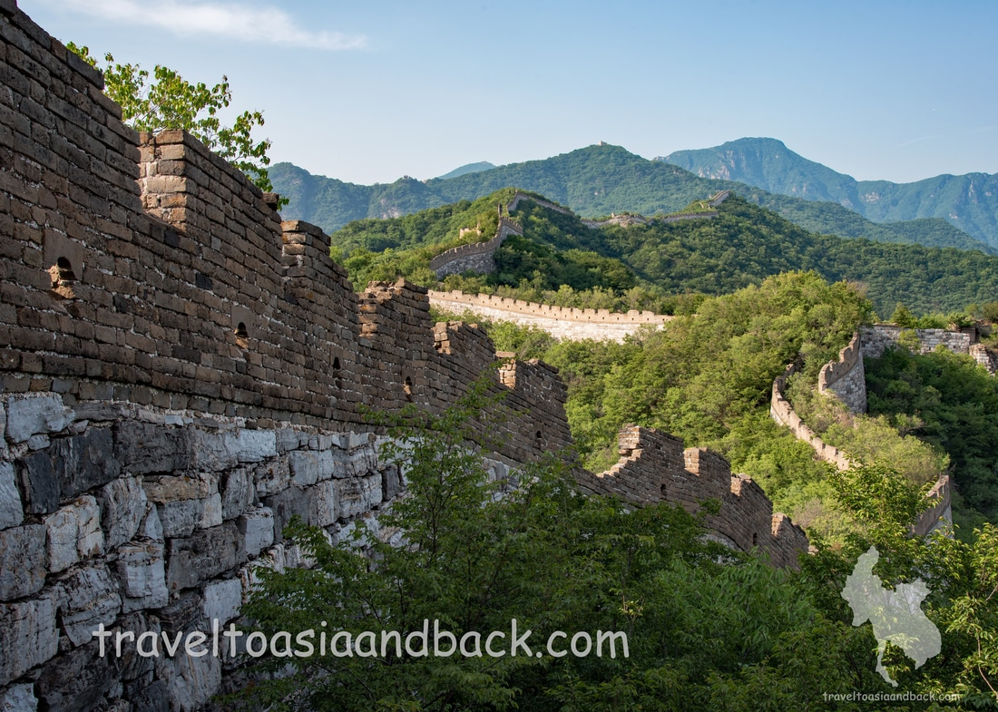 traveltoasiaandback.com - The Jiankou Great Wall snakes its way through northern China