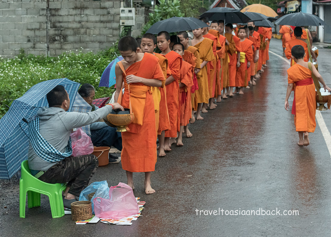 traveltoasiaandback.com - Morning alms ceremony, Luang Prabang, Laos
